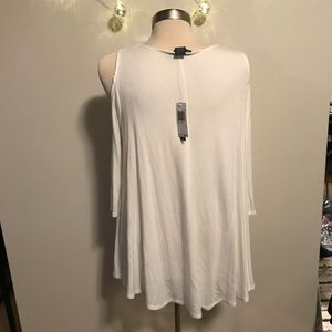 Chelsea & Theodore Tops - NWT cold shoulder off white top